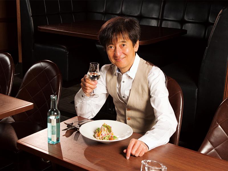 公演限定コラボレーションメニュー、本田雅人が菊水を味わう