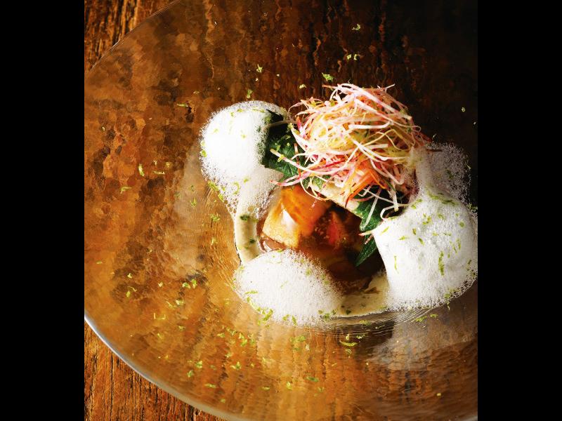 長岡の花火をひと足お先に。皿を彩る夏の風物詩